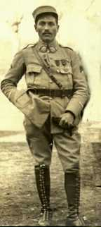 1918-03-19 Laurent (partie d'une photo).jpg (7228 octets)